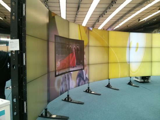 NEC curved videowall