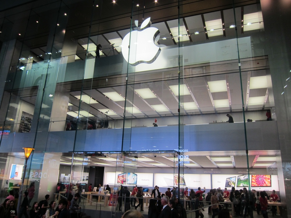 Singapore Gets Solar-Powered Apple Store
