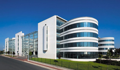 Extron Expands with Larger, State-of-the-Art Training & Support Center in Paris