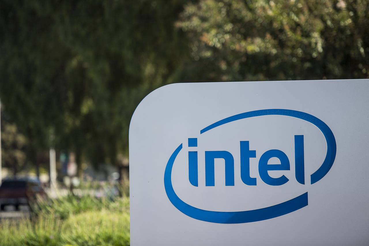 Intel Rises in Q3 But Expects Q4 Decline