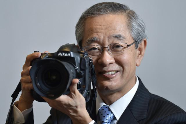 Bloomberg: Nikon Eyes Smartphones