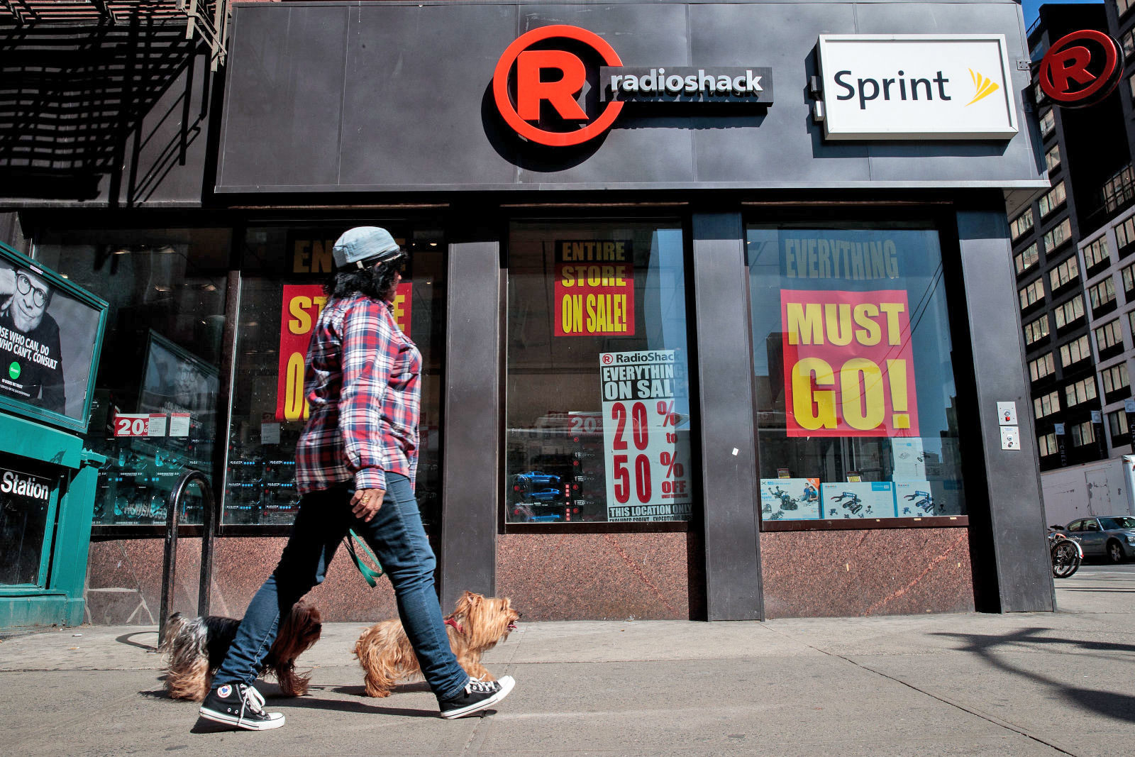 Lawsuit Blames Sprint for RadioShack Bankruptcy!