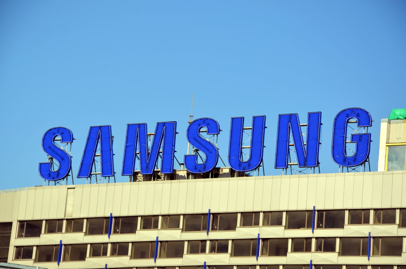 Galaxy S7 Gets Pressure-Sensitive Display, USB-C?